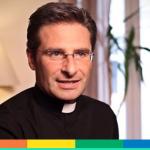 Io, prete gay, e l'ipocrisia della Chiesa. Intervista a Krzysztof Charamsa