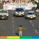 Minacciato di morte l'uomo che ha fotografato il bambino messicano che ferma gli omofobi