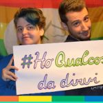 Mamma, papà, amici, #HoQualcosaDaDirvi: la campagna per il Coming Out Day – FOTO