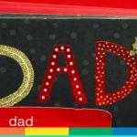 """I biglietti di Natale per """"i miei due papà"""" nel supermercato Usa – FOTO"""