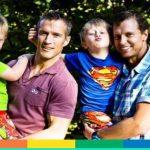 Bimbi con due papà: anche il Comune di Prato trascrive entrambi i genitori