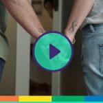 """Lo spot della banca australiana per le coppie omosessuali: """"Tenetevi stretti"""""""