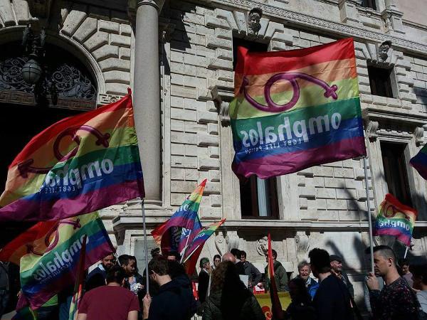 omphalos_presidio_legge_omofobia1