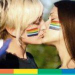 Fermate per un bacio: è successo a due ragazze lesbiche a Napoli