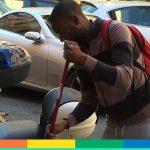 John Kelvin, il nigeriano laureato che pulisce le strade di Roma