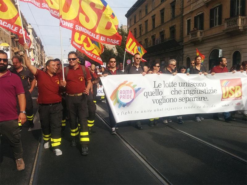 I vigili del fuoco al Roma Pride 2017