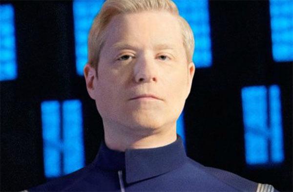 personaggio gay pelato commentatore