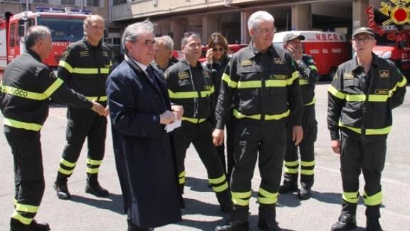 Frattasi in visita ad una caserma dei vigili del fuoco