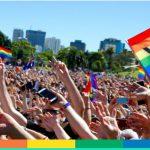 Australia, vince il sì al matrimonio e lui non perde tempo: proposta in piscina