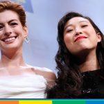 """Anne Hathaway contro omofobi e razzisti: """"Costruiamo un mondo migliore"""""""