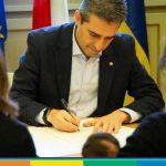 Famiglie arcobaleno, il tribunale di Parma sospende i ricorsi al riconoscimento