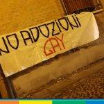 """Ferrara, blitz di Forza Nuova: """"No adozioni gay"""" sotto casa di Tagliani"""