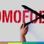 Aggressione omofoba a Massa: prima le offese poi i colpi di casco