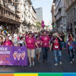 """Famiglie Arcobaleno contro Raggi: """"Costretti a mentire, per iscrivere i bimbi a scuola"""""""